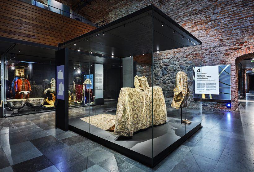 sofia magdalenas klänning utställd på Livrustkammaren