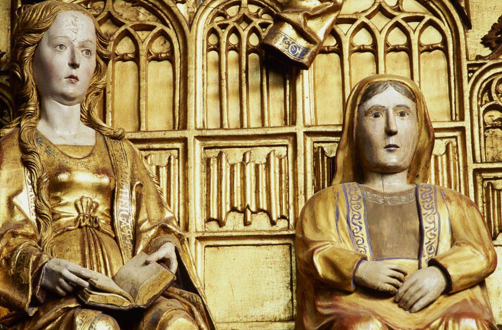 Bild av träskulptur från medeltida kyrka.