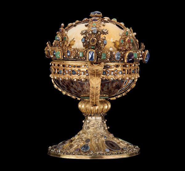 Ett relikvarium med guldiga detaljer